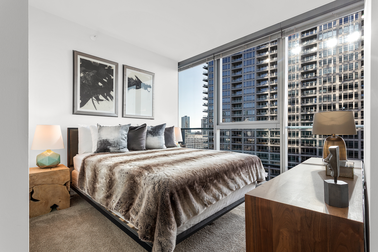 343 West Wolf Point Plaza - 5773USD / month
