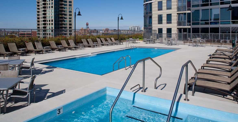 Kingsbury plaza chicago apartment listings and reviews aptamigo for Kingsbury swimming pool timetable
