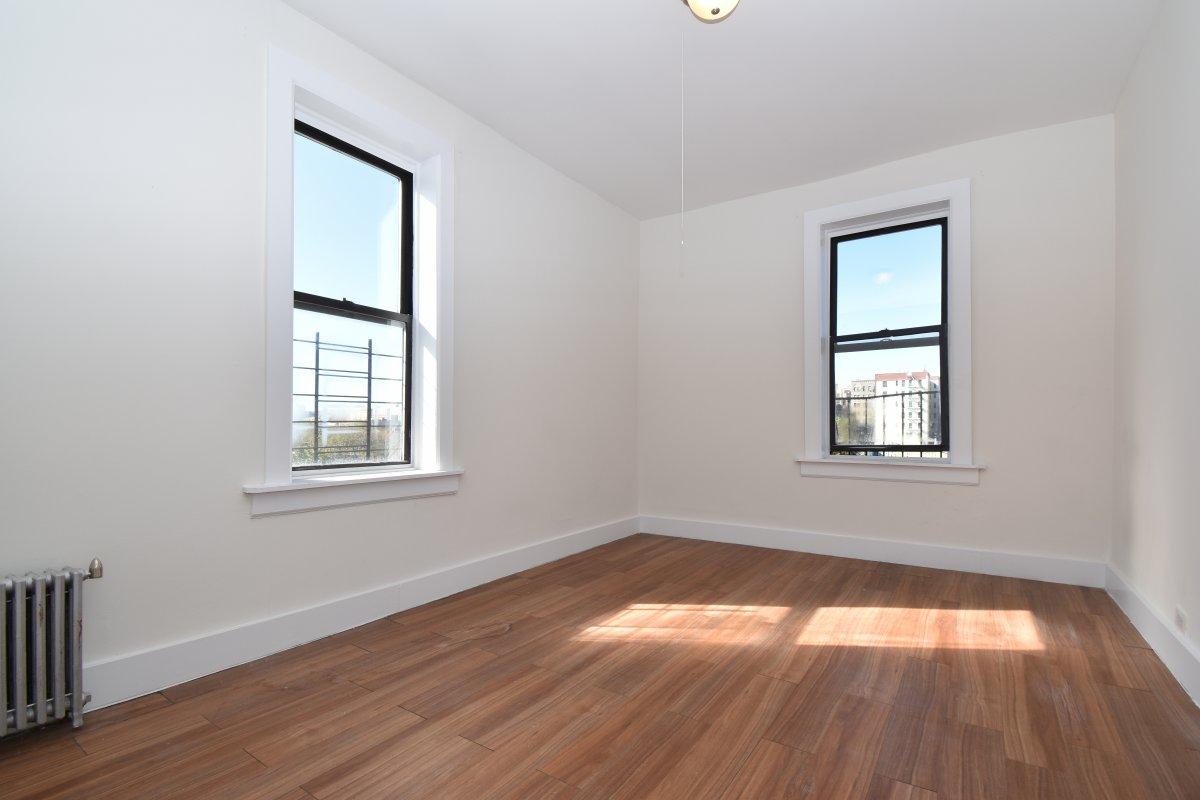 1715 Walton Avenue Interior Photo